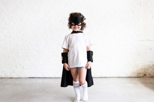 sUPERHERO DRESS UP BLACK